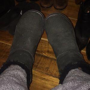Ugg's mini bailey bow boots